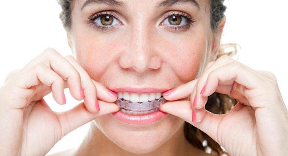 ispravljanje zuba providnom folijom